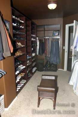 Don't try to tell me Jodi Arias ever went back into this closet after the killing. Look at the bench. Do you really think that would have not been disturbed in a life and death struggle?